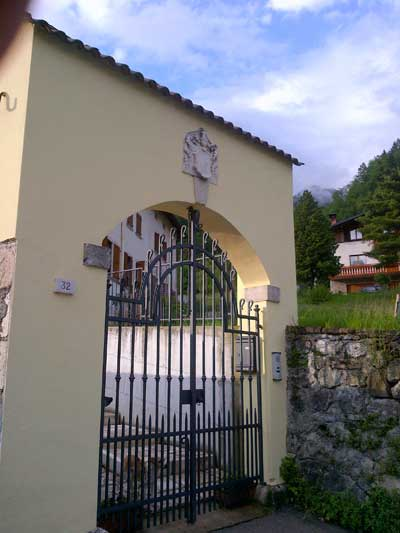 The second house of Burattini in Agordo, with their coat of arms