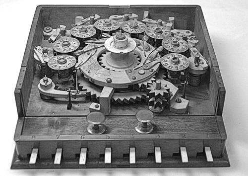 Internal mechanism of Manipolatore Aritmetico of Niccola Guinigi (© Arithmeum Museum, Bonn)