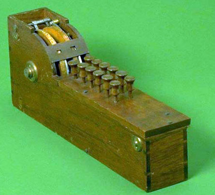 The patent model of the arithmometer of Thomas Hill (© National Museum of American History)