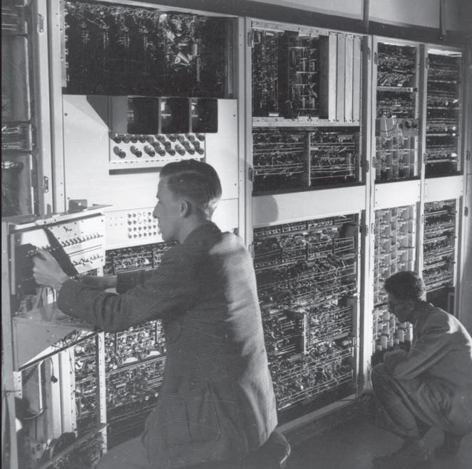 Geoff Hill (left) programming CSIR Mk1 (6 June 1952)