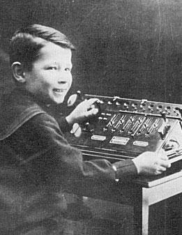 7 years old Curt Herzstark with Austria calculating machine