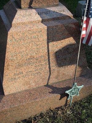 Samuel Comfort's tombstone in Newtown, Pa (source: www.findagrave.com)